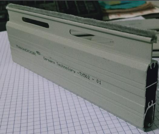 Cửa cuốn Đức nhôm khe thoáng TX-502