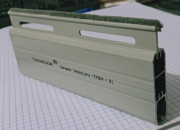 Cửa cuốn Đức nhôm khe thoáng TX-504