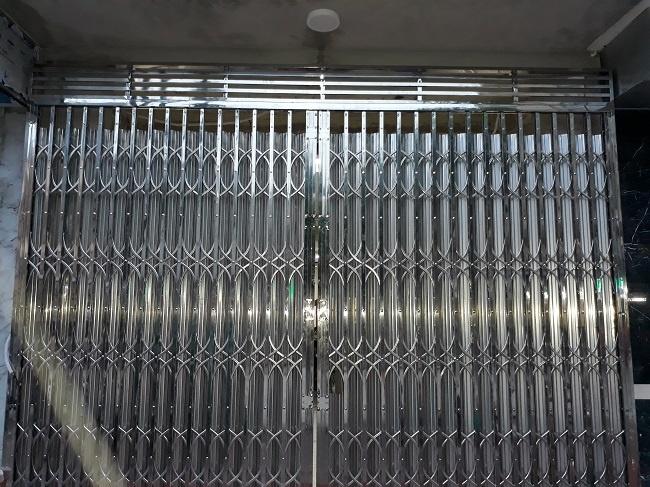 Dòng cửa kéo sử dụng chất liệu inox 304 sang trọng